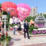 Президент Ильхам Алиев и члены его семьи с интересом посмотрели цветочные композиции